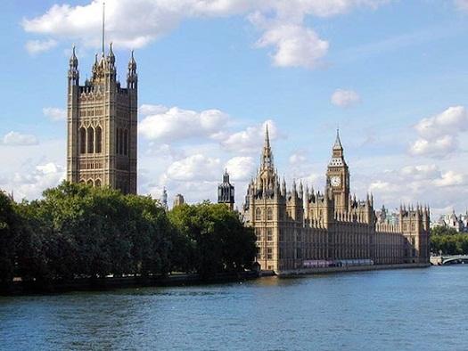 """А какие достопримечательности присутствуют в стране Англия и как вы предполагаете, по какой причине на """"глаз Лондона"""" трудно получить билеты?"""