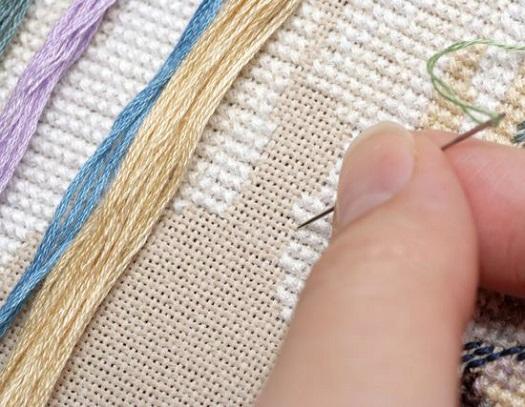 Вышивка крестиком: возможно ли придумывать схемы без чьей-либо помощи и с какой тканью удобнее вышивать начинающим?